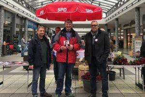 Reiner Lorenz, Detlef Rujanski und Andreas Haßler (v.l.n.r.) beim Wahlkampfendspurt in Weidenau.
